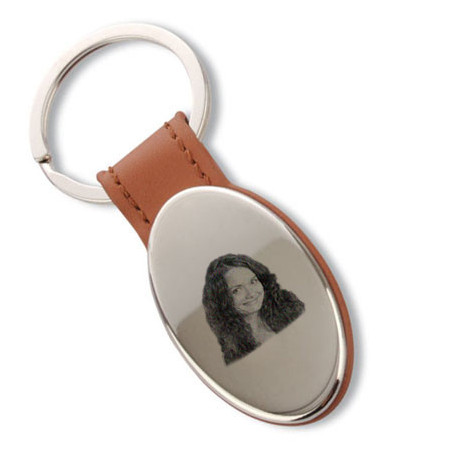 Porte clé ovale gravé embout brun