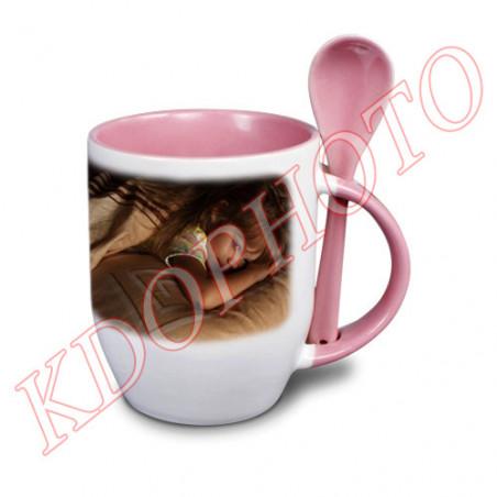 Photo sur tasse rose avec cuillère