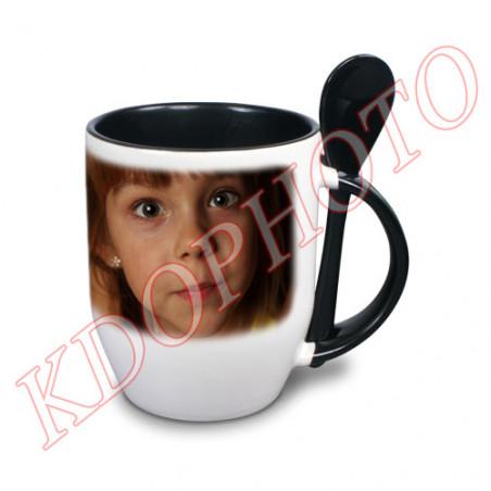 Photo sur tasse noire avec cuillère