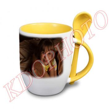 Photo sur tasse jaune avec...