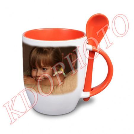 Photo sur tasse orange avec cuillère